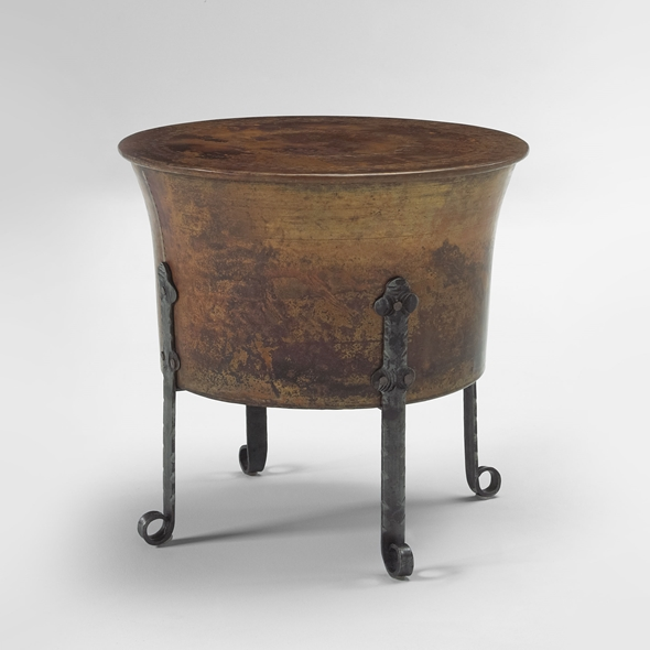 "#22301 Cauldron Table - Round (20x19"")"